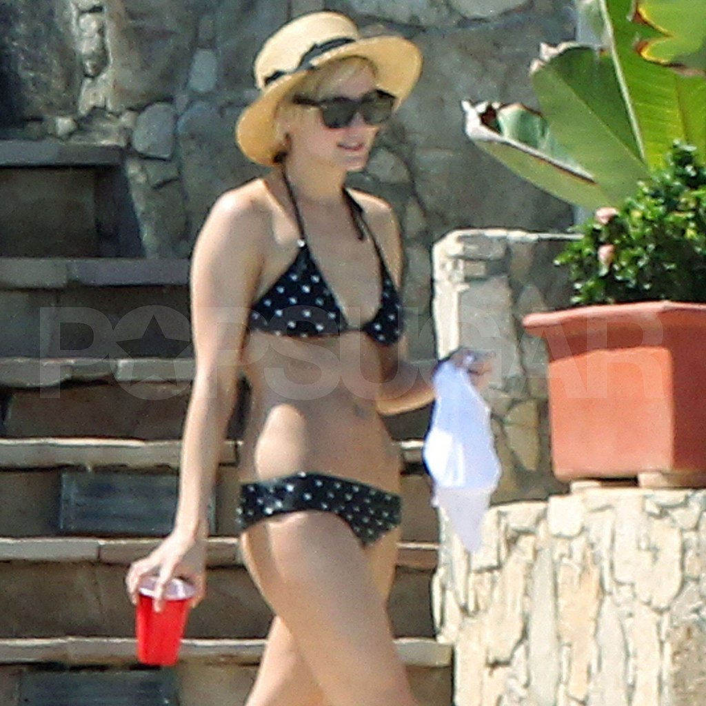 Ashlee Simpson wears bikini while on vacation in Cabo.