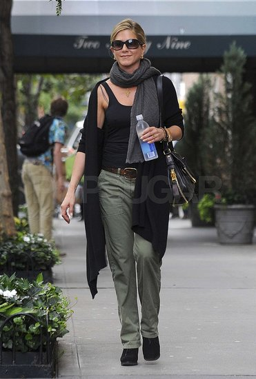 Jennifer Aniston Has It Made in Manhattan With a Preweekend Walk