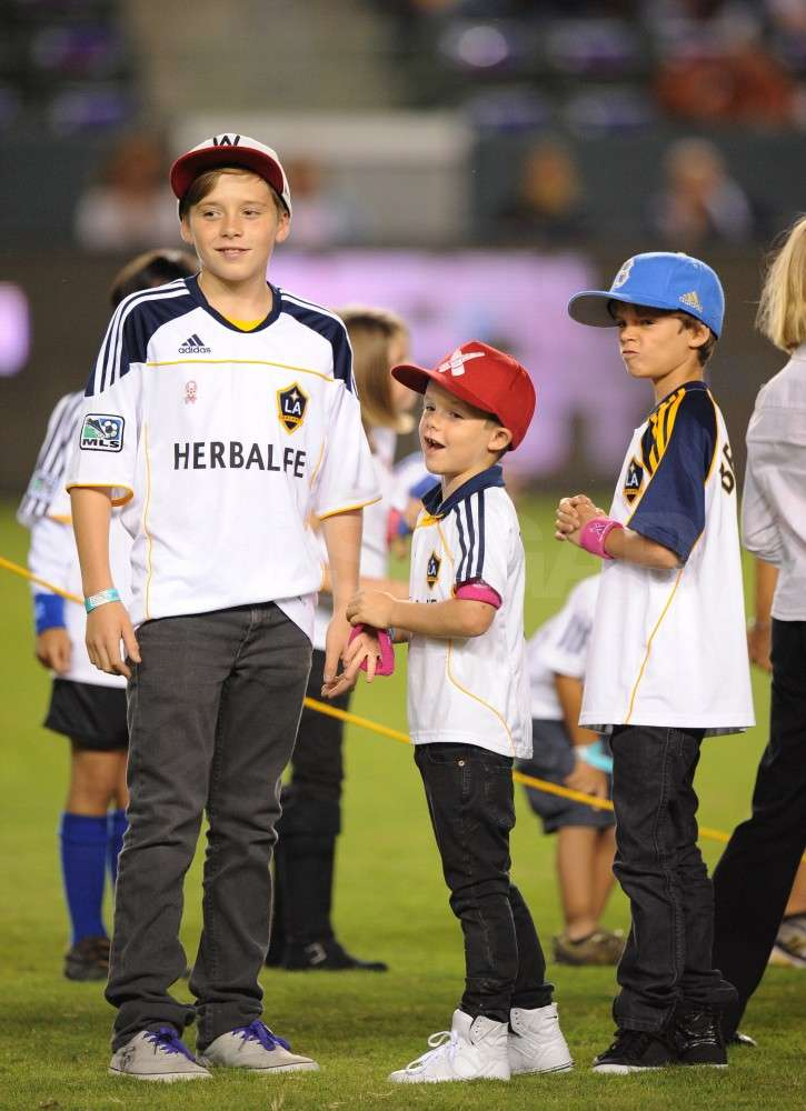 Brooklyn Beckham hung out with his little brothers Cruz Beckham and Romeo Beckham.