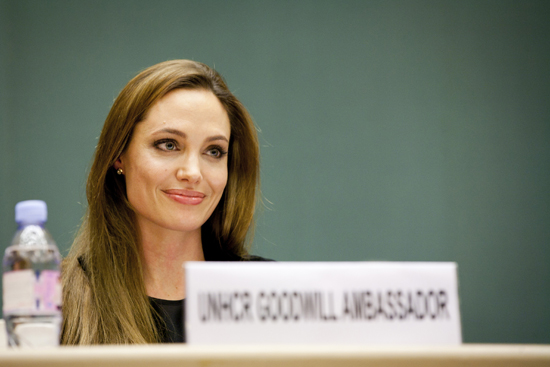 Angelina makes a speech at the UNHCR.
