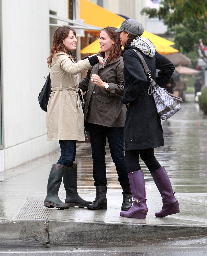 Jennifer Garner and her friends shared a warm goodbye in LA.