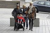 Gwen Stefani and some friends pushed Kingston Rossdale in his stroller.