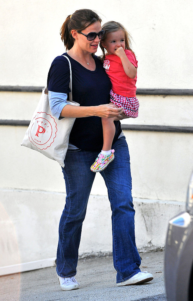 Seraphina Affleck held onto mom, Jennifer Garner in LA.