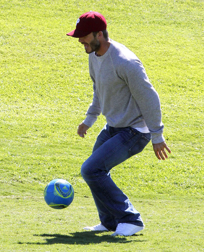 David Beckham dribbled the ball with his sons.