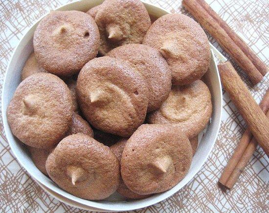 Chai-Spiced Meringues - less than 5 calories each!