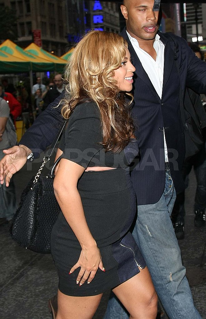 Beyoncé wears a tight dress in NYC.