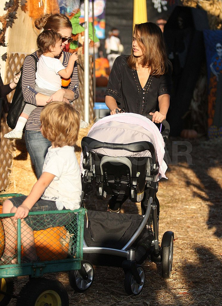 Jessica Alba with Haven at the pumpkin patch.
