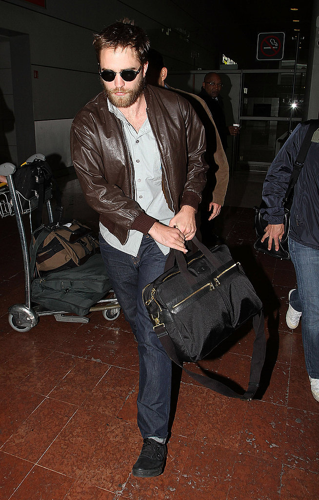 Robert Pattinson travels to Paris.