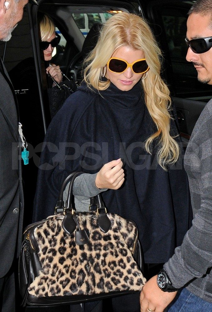 Jessica Simpson and Ashlee Simpson emerged from a car in NYC.