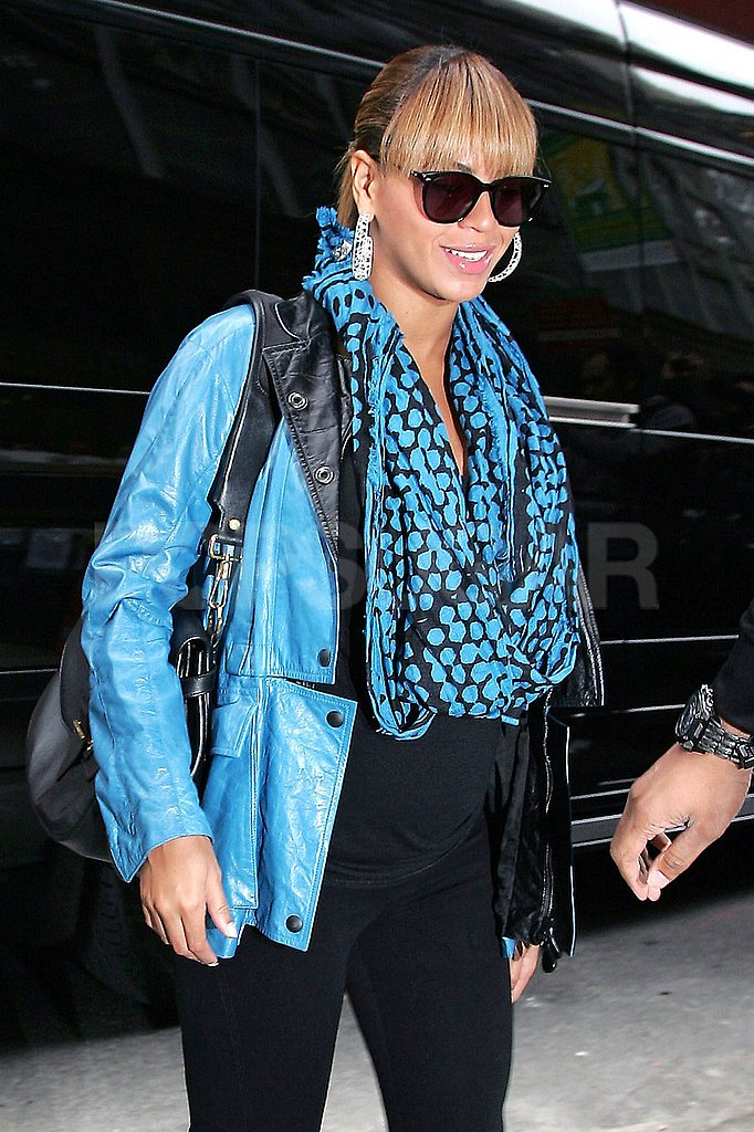 Beyoncé Knowles rocked a black and bright blue ensemble.