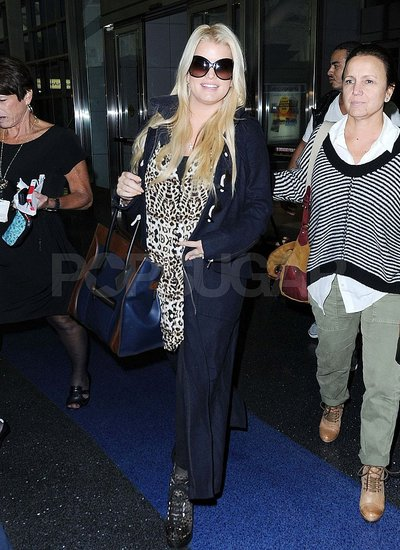 Jessica Simpson with Tina at the airport.