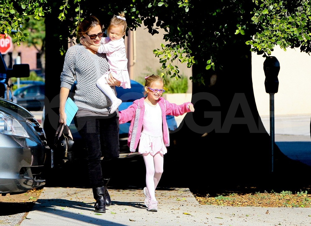 Jennifer Garner carried daughter Seraphina Affleck.