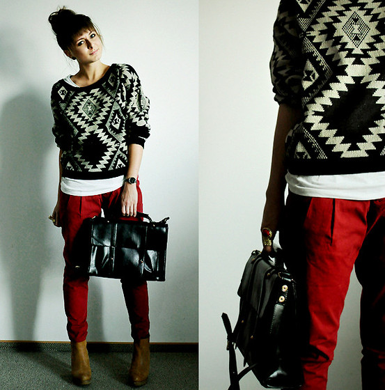 Proof that a standout sweater is a seriously awesome outfit addition, though we're sure that these red pants had a hand in the cool results too.  Photo courtesy of Lookbook.nu