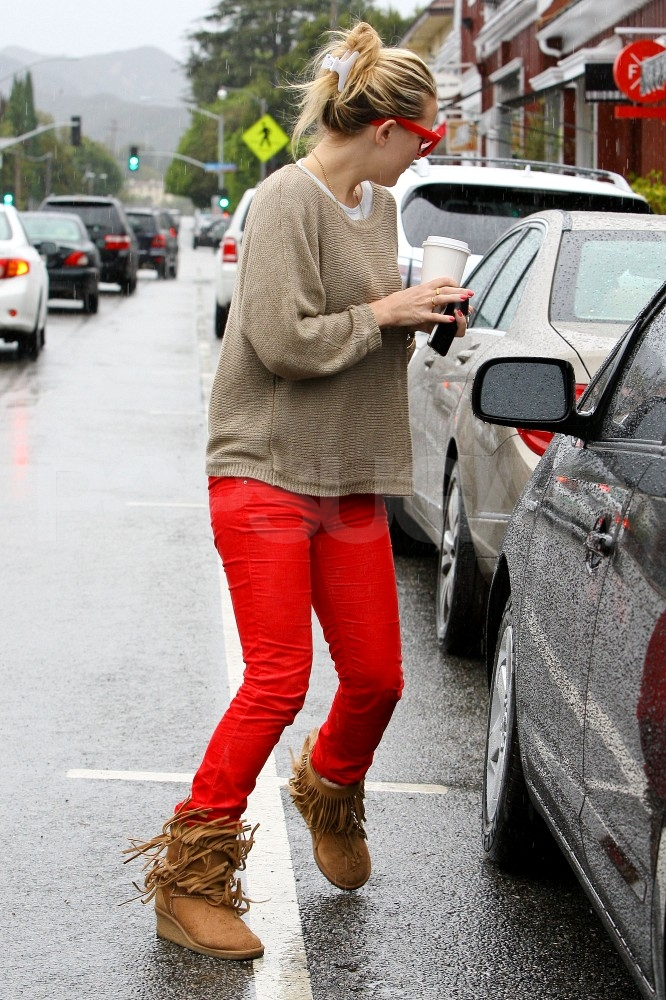 Kate Hudson stepped out in red jeans.