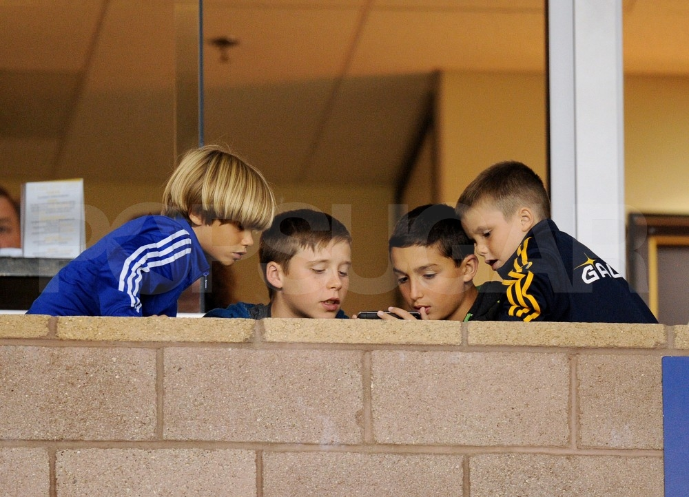 Brooklyn Beckham, Cruz Beckham and Romeo Beckham watched a friend play a video game.