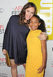 Jennifer Garner bent over to pose with Yara Shahidi on the red carpet.