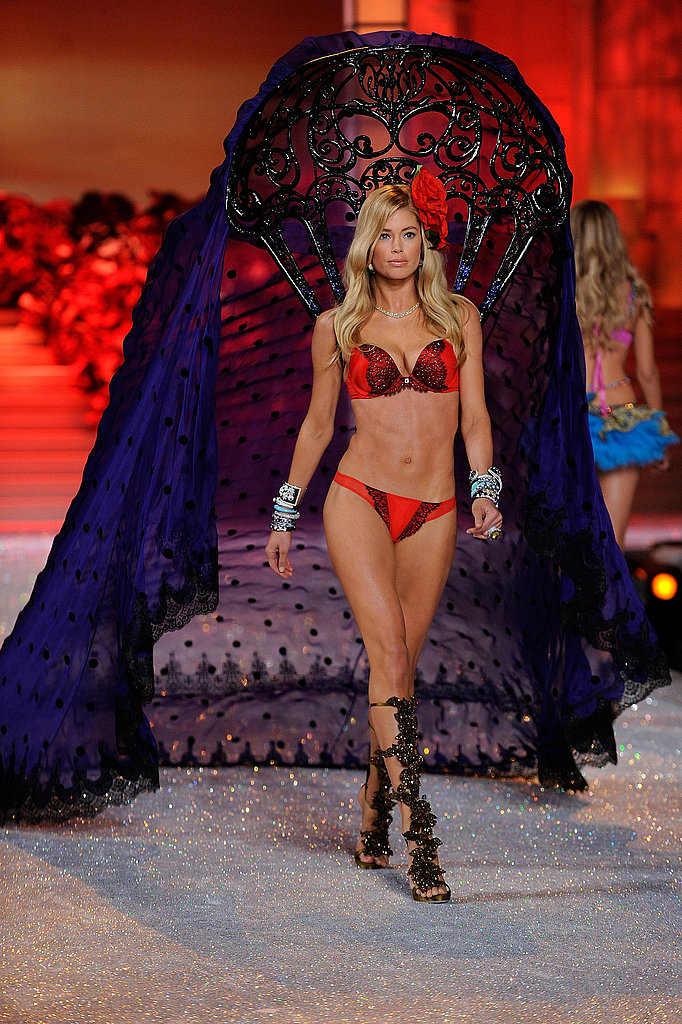 Doutzen Kroes was effortless on the runway.