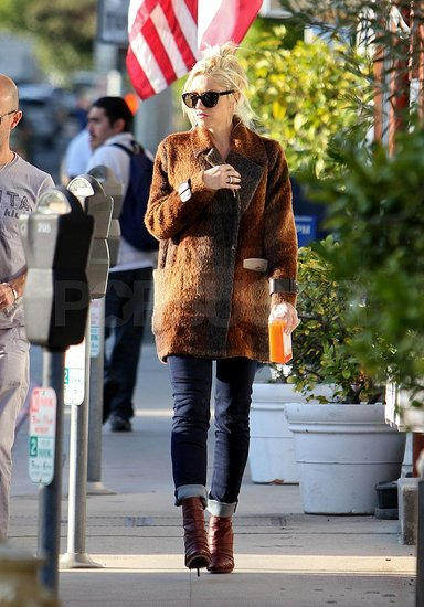 Gwen Stefani carried an orange drink from Pressed Juicery.