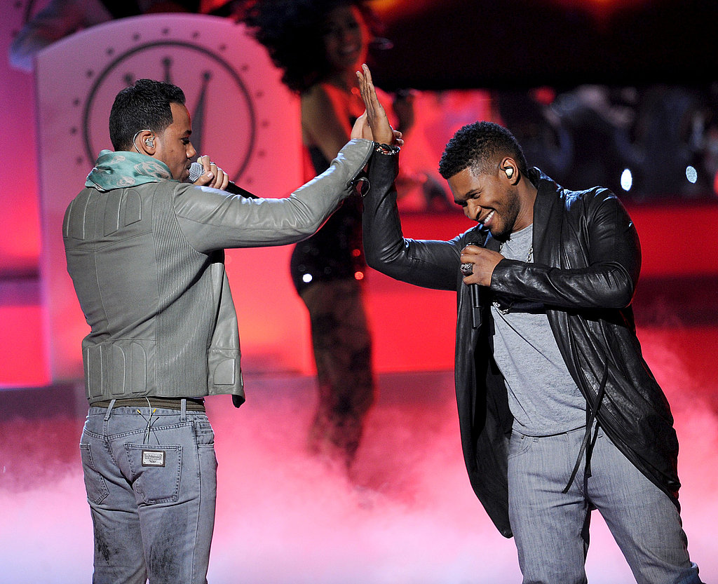 Usher gave Romeo Santos a high five.