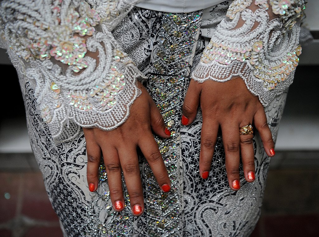 A bride shows off her beautiful dress and manicure in Indonesia!