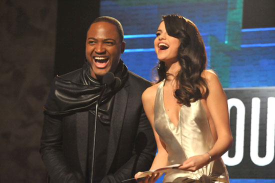 Tai Cruz and Selena Gomez presented an award together.