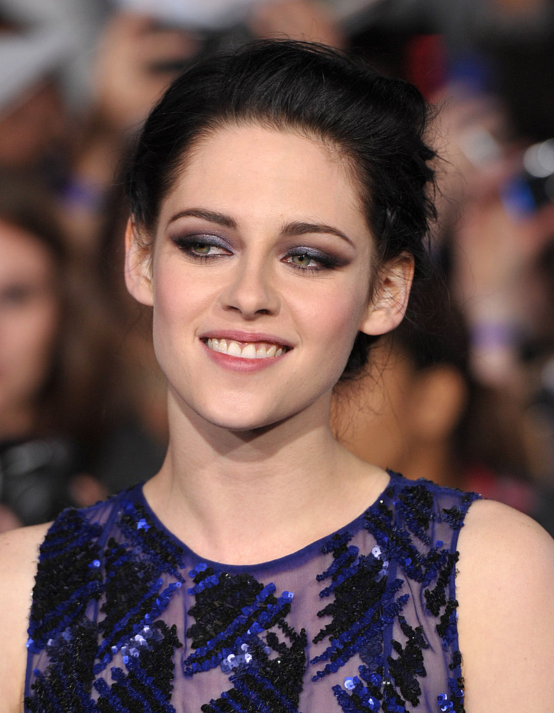 Kristen smiled for the cameras.