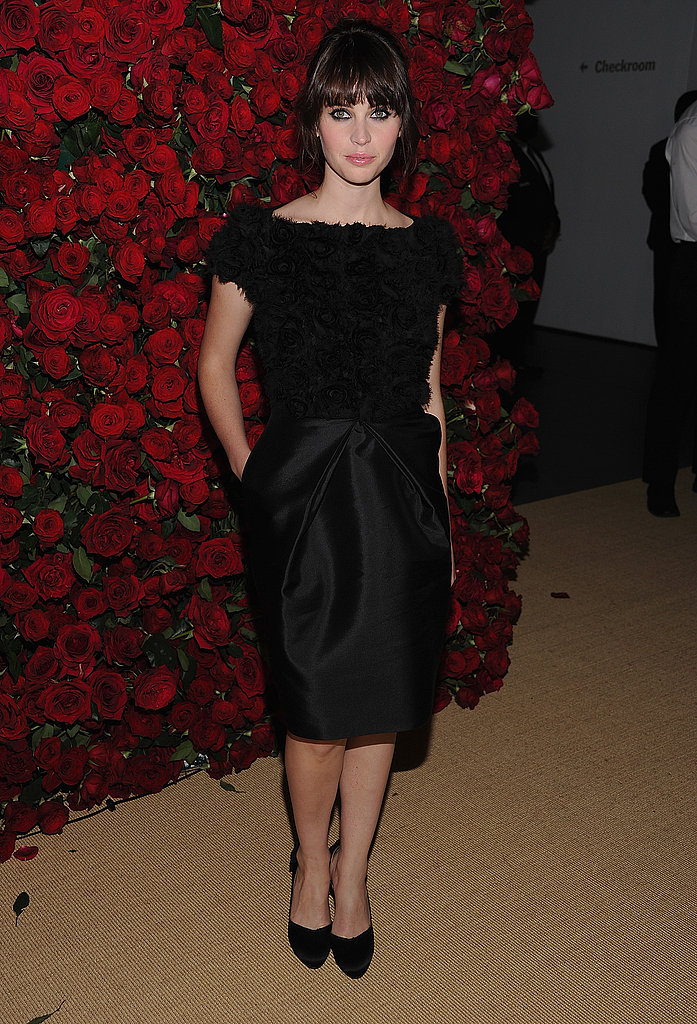 Felicity Jones posed at a rose wall in NYC's MoMA.