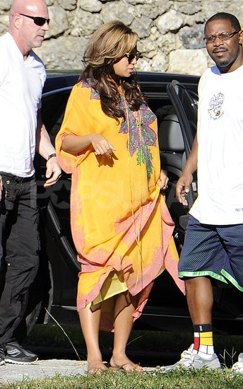 Pregnant Beyonce Knowles Wearing Yellow in Miami Pictures