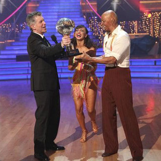 J.R. Martinez Wins Dancing With the Stars