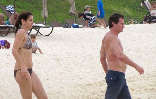 Cindy Crawford Slips on a Bikini For a Mexico Beach Day With Shirtless Rande Gerber