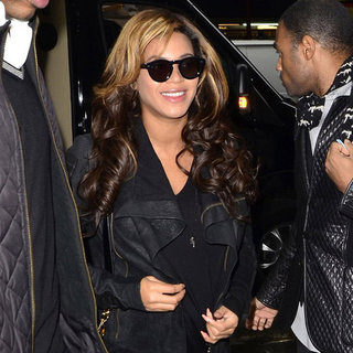 Beyonce Knowles Pregnant in Leather Jacket Pictures
