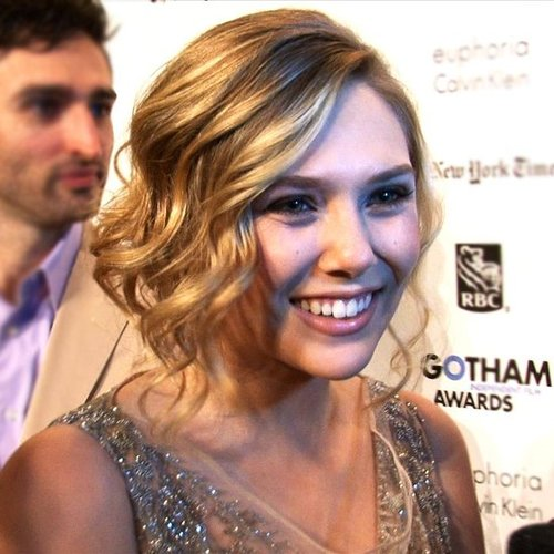 Elizabeth Olsen Talks About Olsen Family Holiday Traditions!