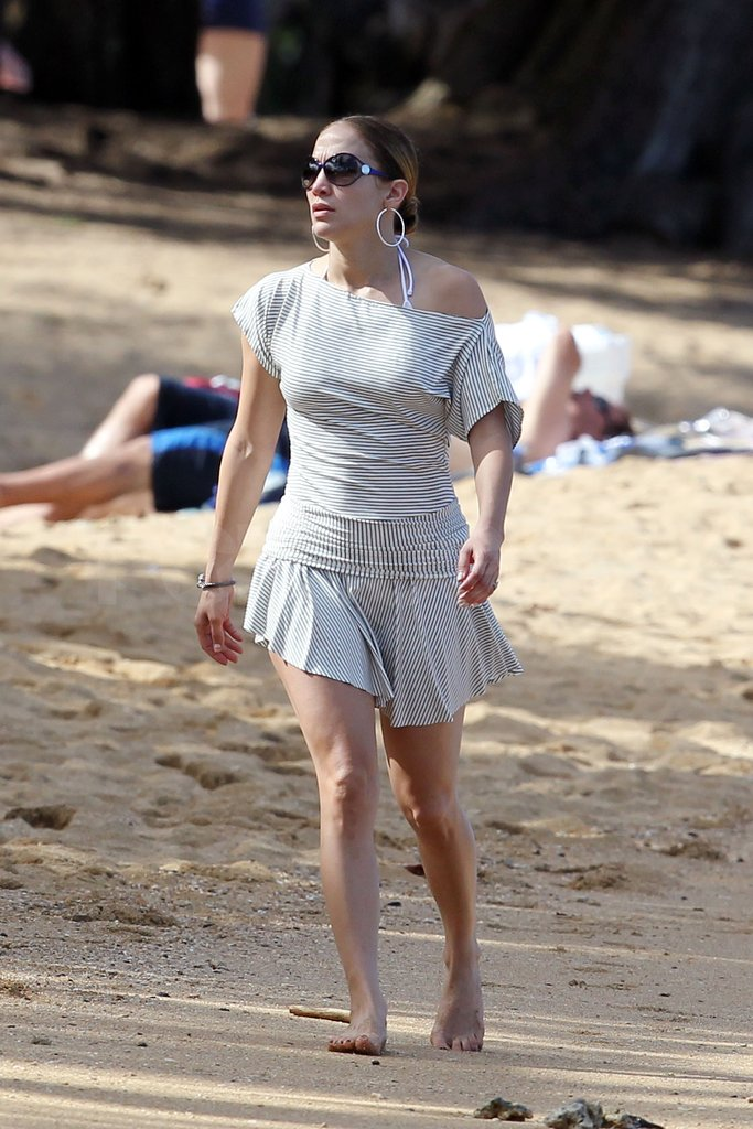 Jennifer Lopez wore her hair pulled back for her day at the beach.