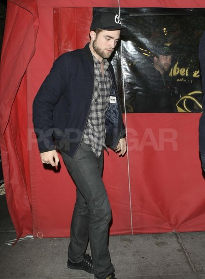 Robert Pattinson out with Sarah Roemer.