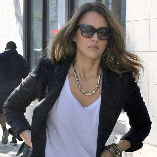Jessica Alba Street Style: Red Joe's Jeans Skinny Jeans, White Tee and Blazer Is So Simple, but Effective!