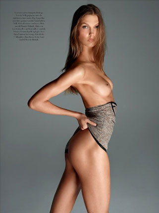 Ciao Bella! Karlie Kloss Gets Her Kit Off for Vogue Italia