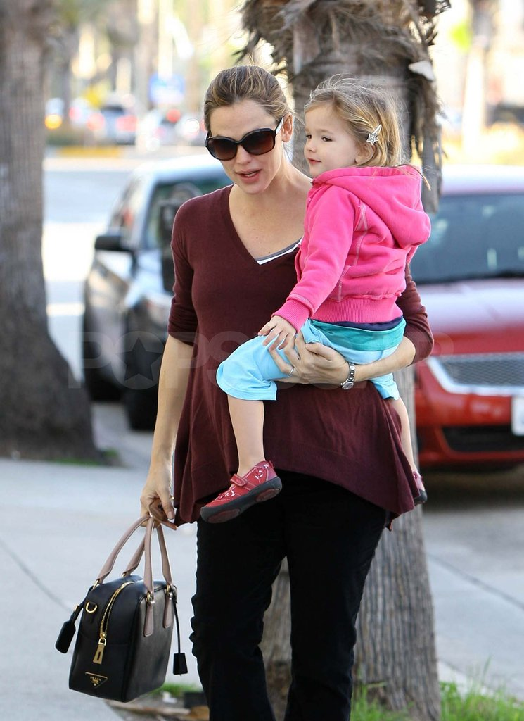 Jennifer Garner getting lunch with Seraphina.