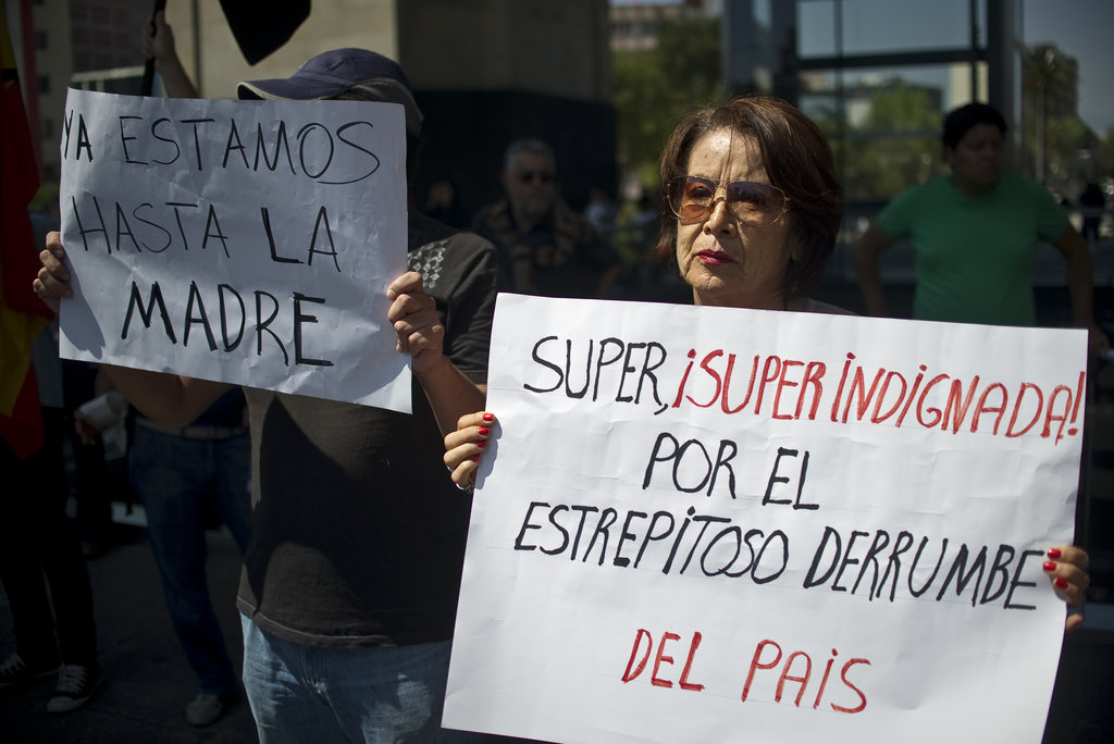"""During the demonstration in Mexico City, a woman held a sign saying """"Very, very indignant due to the resounding collapse of the country."""""""