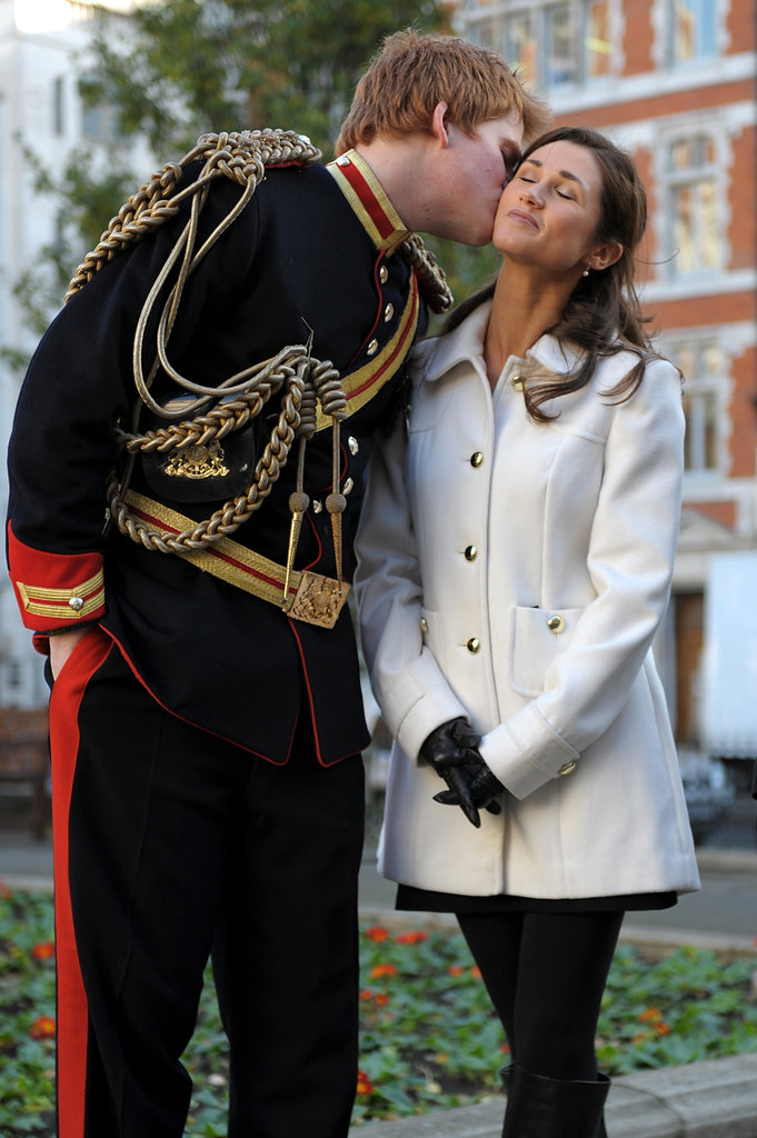 Prince Harry look-alike smooches Pippa.
