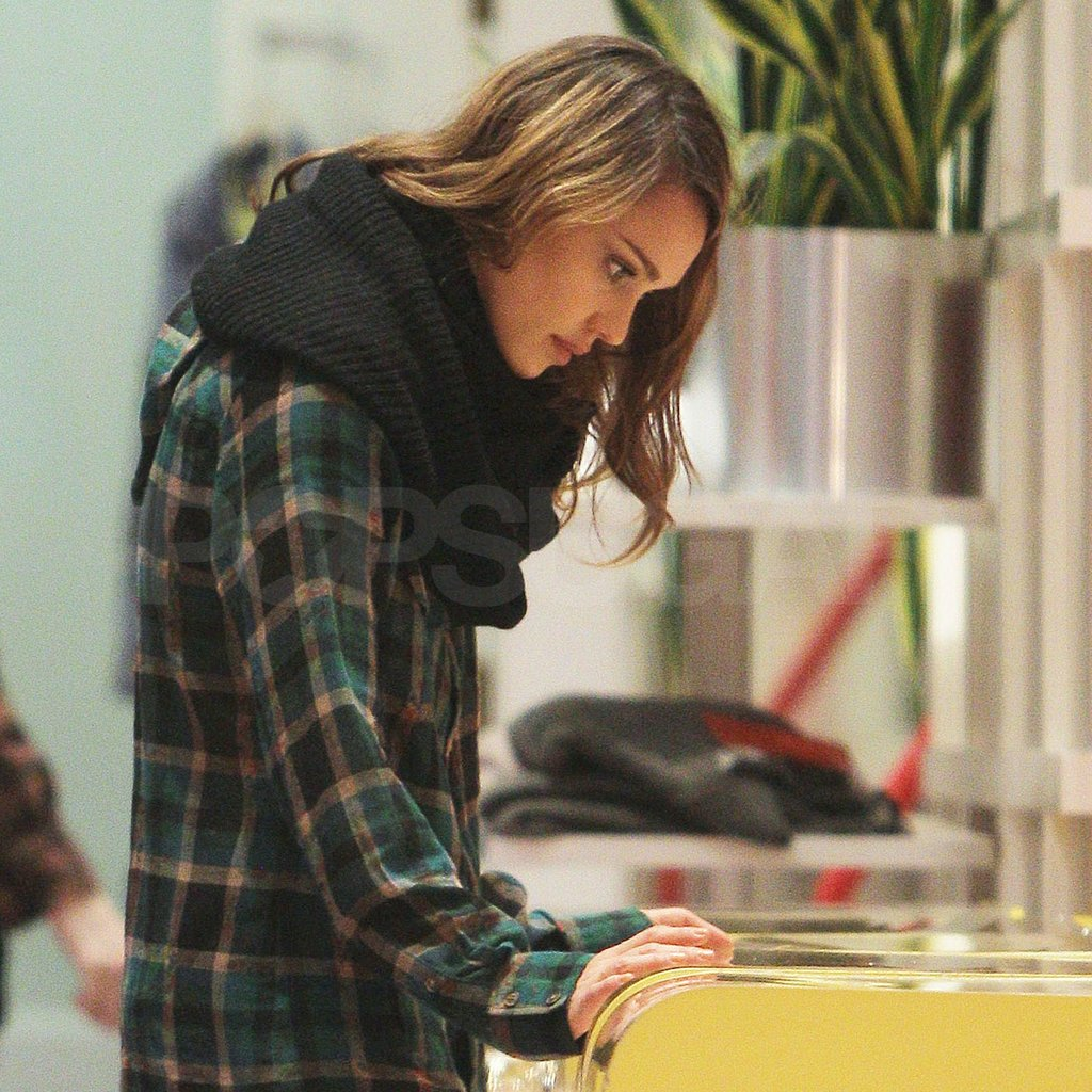Jessica Alba checked out a jewelry case in NYC.