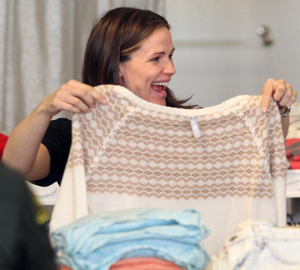 Jennifer Garner looked happy to find the right gift!