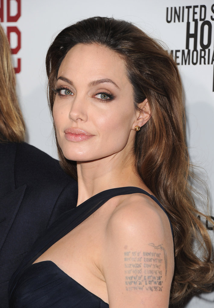Angelina wore a one-strap gown.An