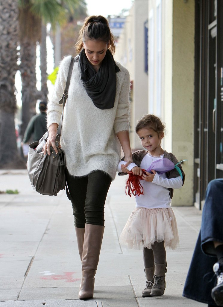 Jessica Alba and Honor shopping in LA.