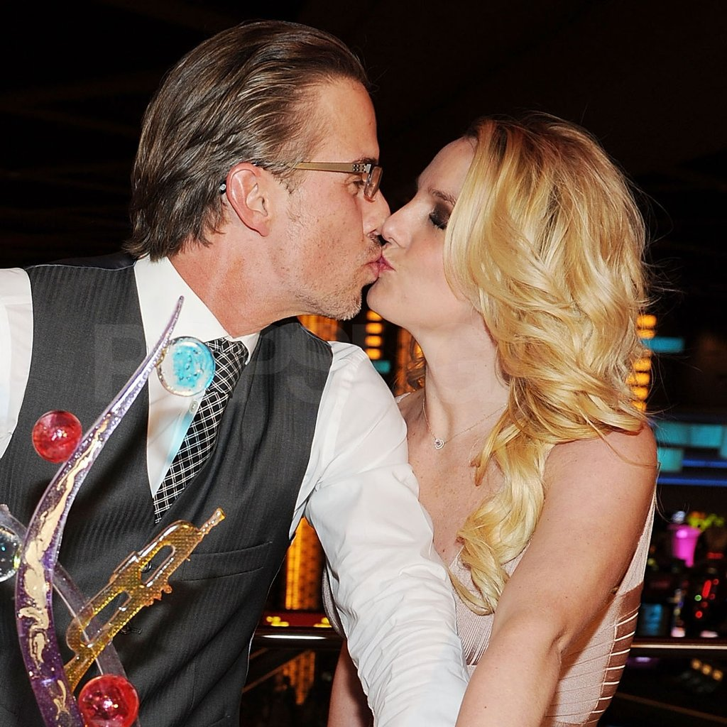 Britney and Jason kissed on the rooftop of their Las Vegas hotel.