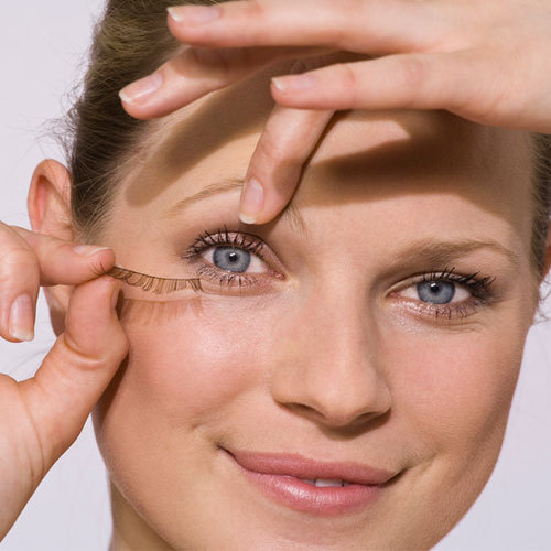 Tips on How To Apply False Eyelashes