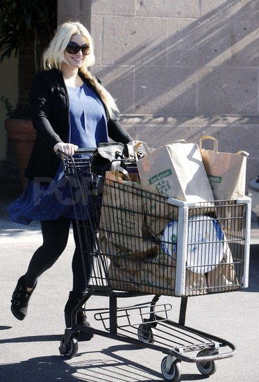 Jessica Simpson Stocks Up For Family Christmas Dinner