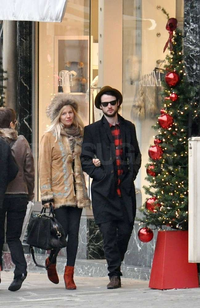 Sienna Miller and Tom Sturridge did a little shopping.