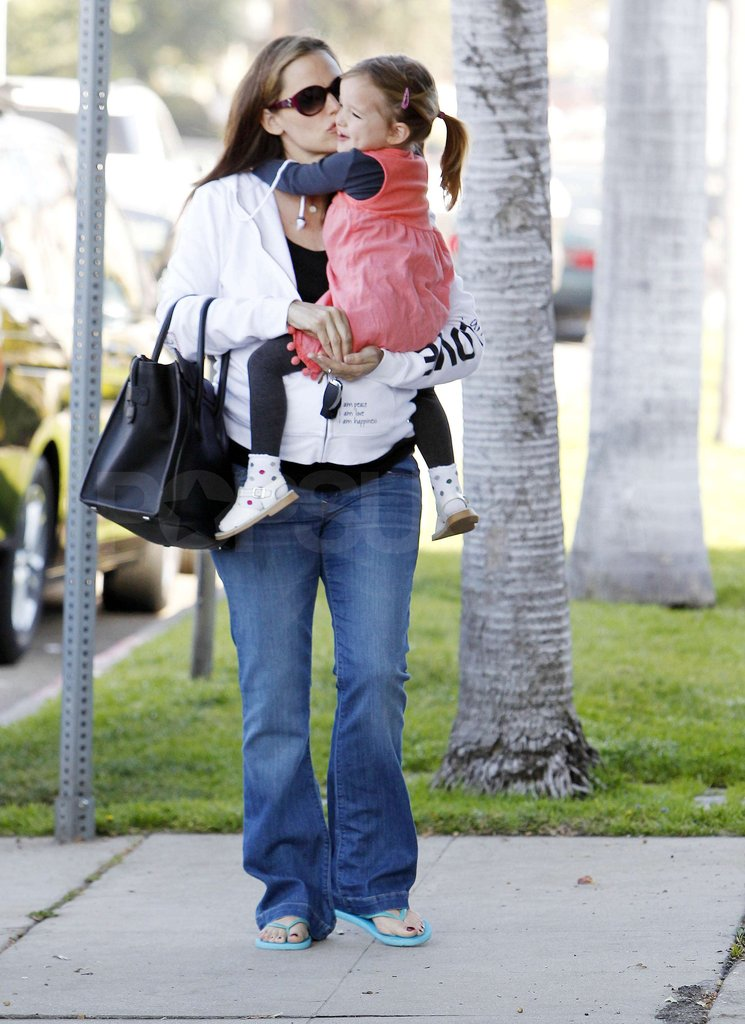 Jennifer Garner planted a kiss on her youngest daughter Seraphina Affleck.