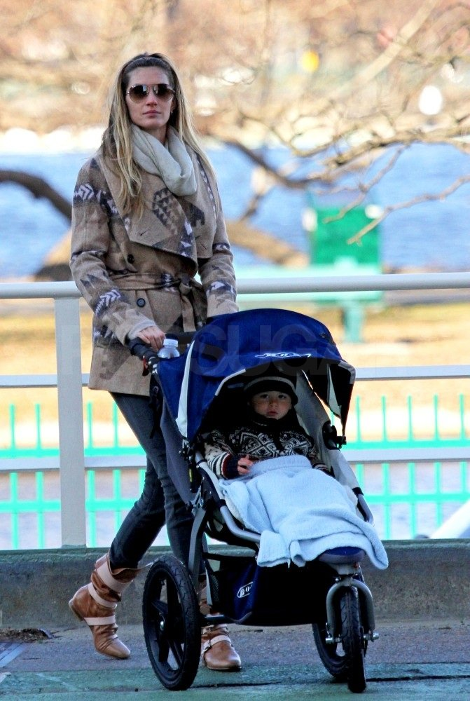 Gisele looked great in a printed jacket.