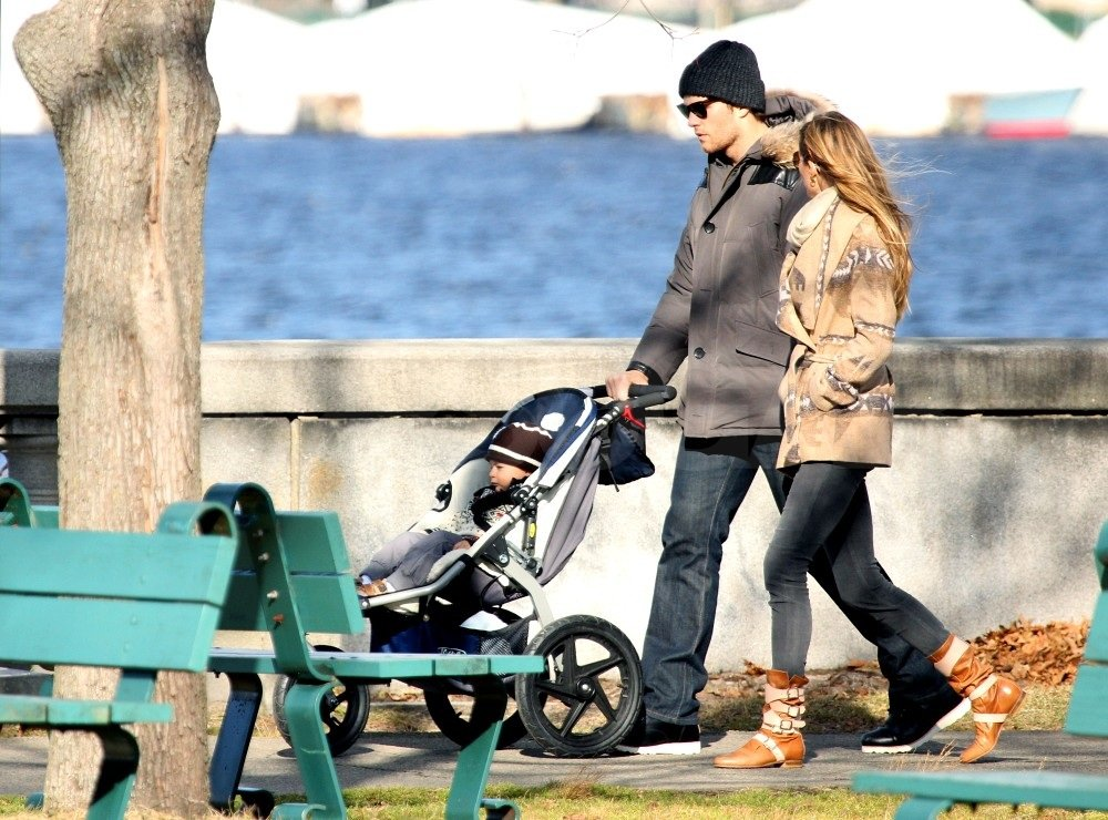Gisele and Tom kept bundled up in outerwear.